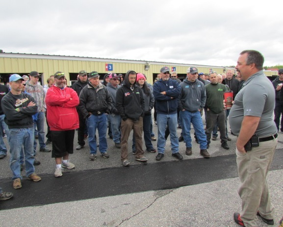 Tom Blanchette addresses the drivers at the Showdown test.  (Mike Twist Photos)