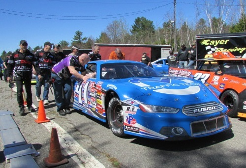 Jonathan Bouvrette's #41QC team pushes their car.  (Mike Twist Photo)