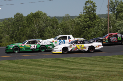 Trevor Lyman (#17) is going for his third straight victory.  (Alan Ward Photo)